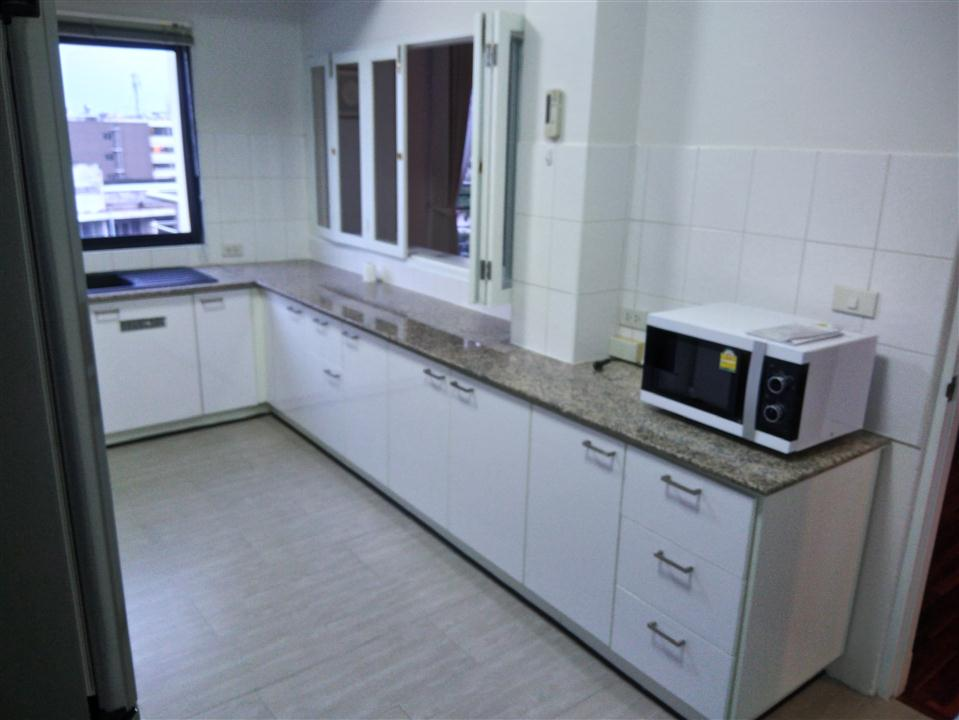 KITCHEN AT UNIT 6TH FLOOR