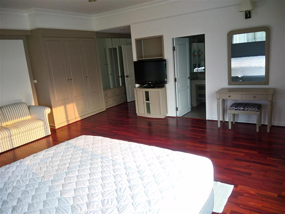 MASTER BEDROOM AT SATHORN CREST APARTMENT UNIT 6TH FLOOR